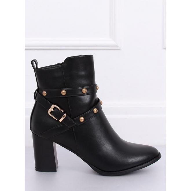 Dámske módne čižmy na stabilnom podpätku s vybíjaním v čiernej farbe