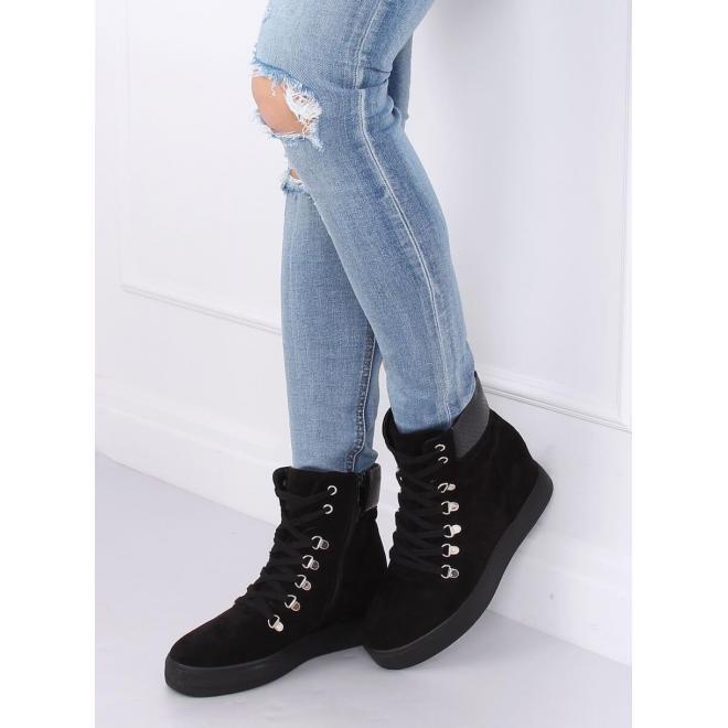 Dámske semišové topánky na skrytom opätku v čiernej farbe