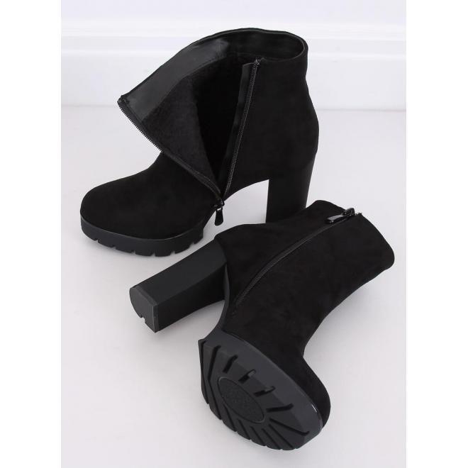 Čierne semišové čižmy na podpätku pre dámy