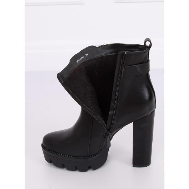Čierne štýlové čižmy na stabilnom podpätku pre dámy
