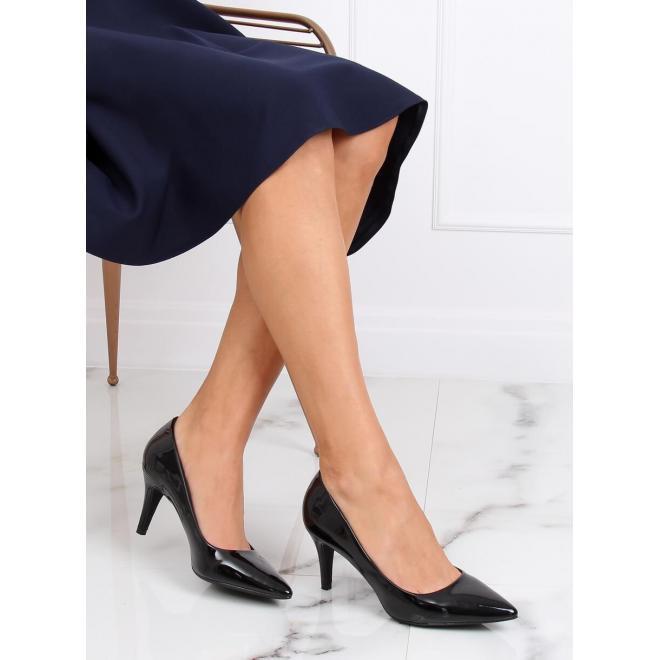 Lakované dámske lodičky čiernej farby na stabilnom podpätku