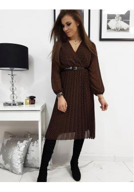 Dámske plisované šaty s obálkovým výstrihom v čiernej farbe