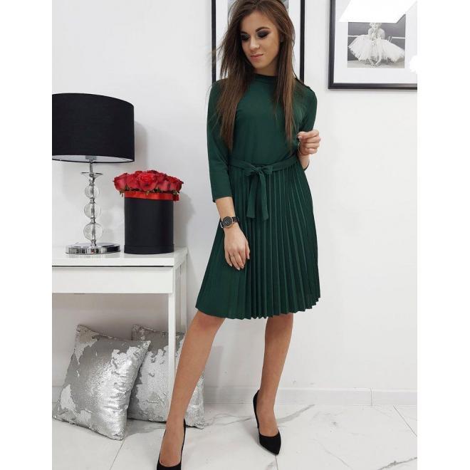 Dámske plisované šaty s viazaním v páse v zelenej farbe