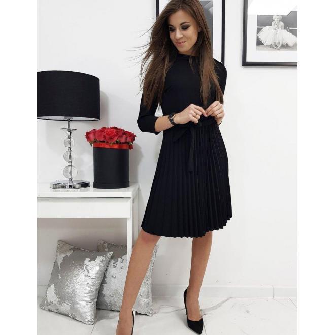 Čierne plisované šaty s viazaním v páse pre dámy