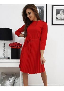Dámske plisované šaty s viazaním v páse v červenej farbe
