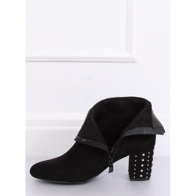 Čierne semišové čižmy na podpätku s vybíjaním pre dámy
