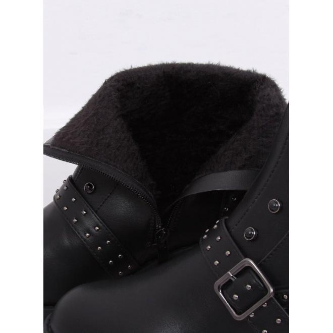 Štýlové dámske čižmy čiernej farby s vybíjaním a kamienkami