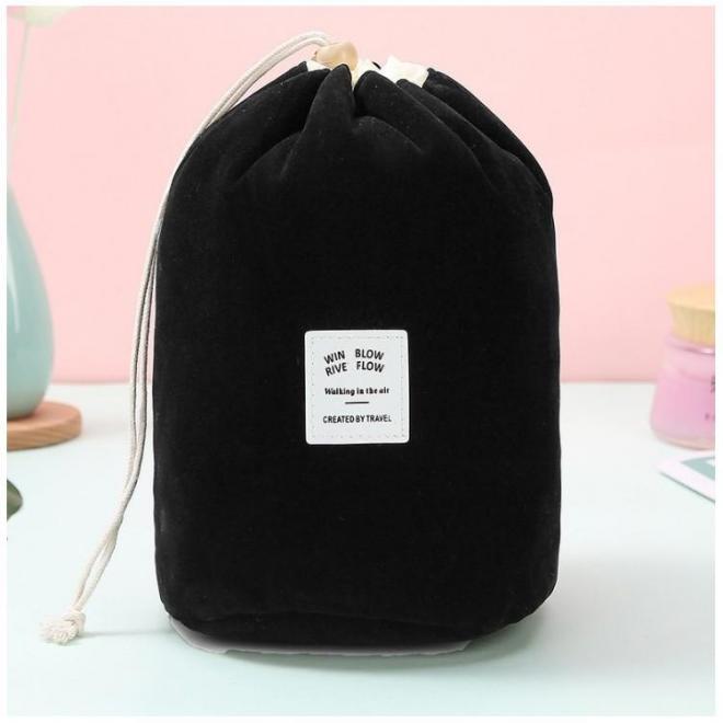 Kozmetické vrecko čiernej farby