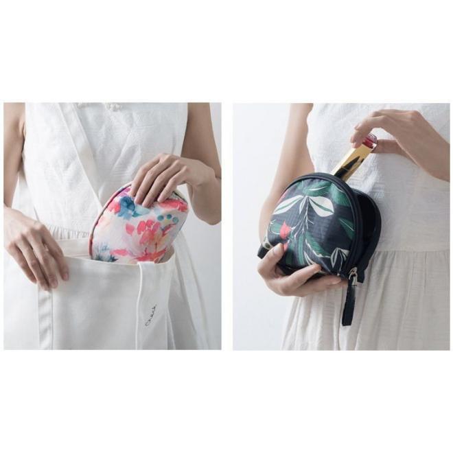 Kozmetická dámska taška čiernej farby s potlačou
