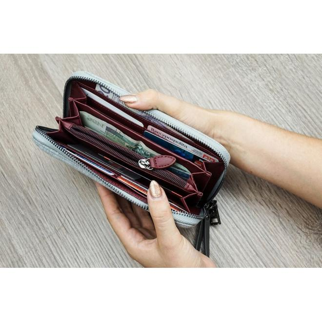 Prešívaná dámska peňaženka tmavosivej farby