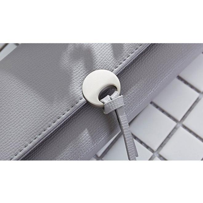 Dámska elegantná peňaženka s dekoráciou v sivej farbe