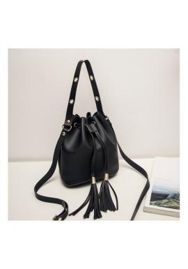 Štýlová dámska kabelka čiernej farby vo forme vrecka