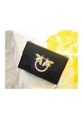 Mini dámska kabelka čiernej farby so zlatou ozdobou