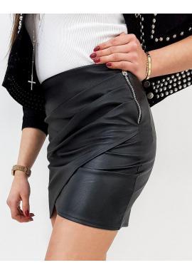 Dámska koženková sukňa v čiernej farbe