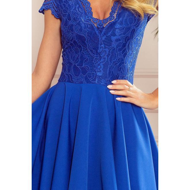 Exkluzívne dámske šaty modrej farby s čipkovaným výstrihom