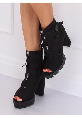 Štýlové dámske čižmy čiernej farby na podpätku