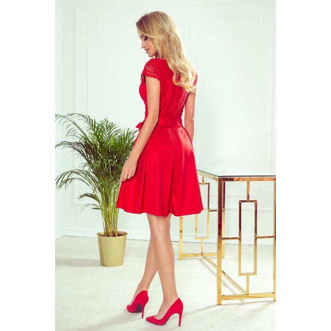 Dámske rozšírené šaty s čipkou v červenej farbe