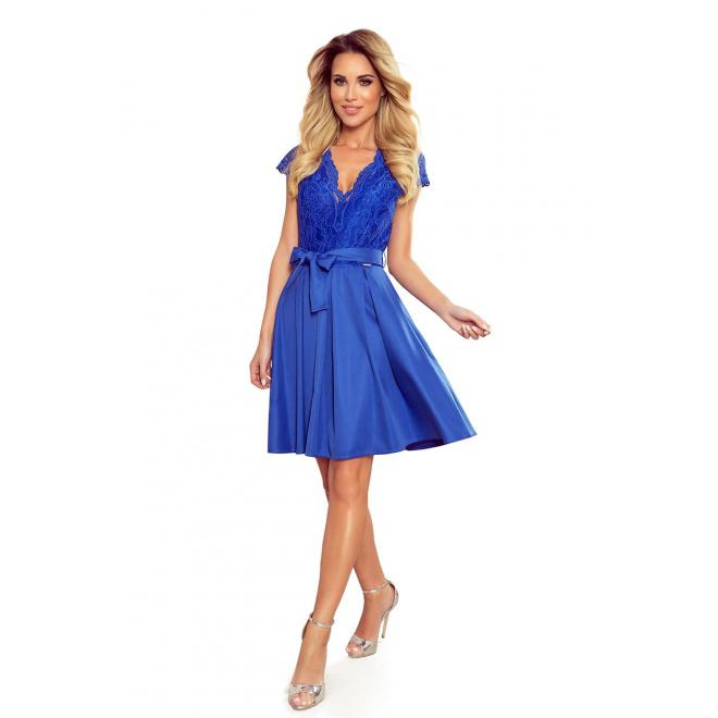 Rozšírené dámske šaty modrej farby s čipkou