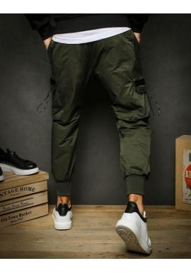Športové pánske nohavice kaki farby s vreckami na stehnách