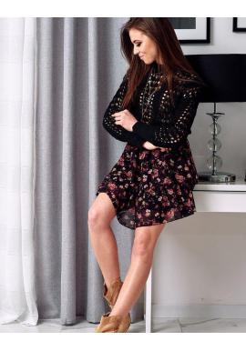 Ažúrový dámsky sveter čiernej farby na jar