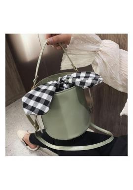 Štýlová dámska kabelka zelenej farby v podobe košíka