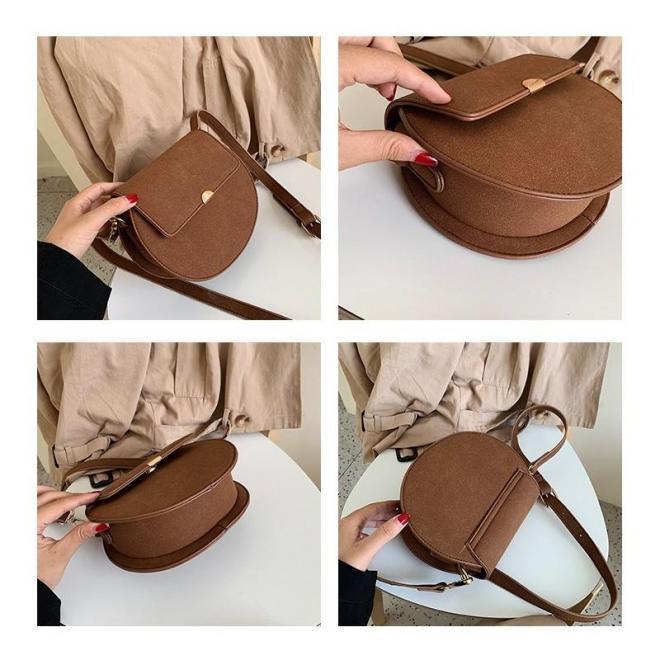 Dámska módna kabelka v čiernej farbe