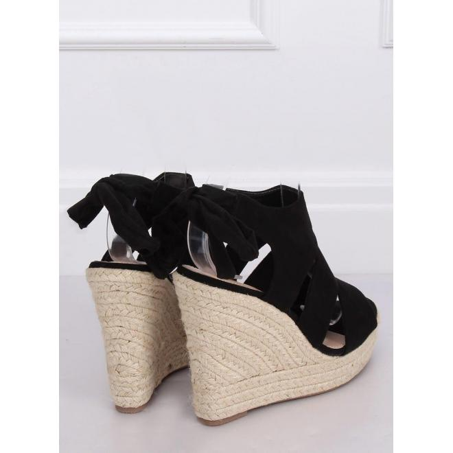 Čierne semišové sandále na klinovom podpätku pre dámy