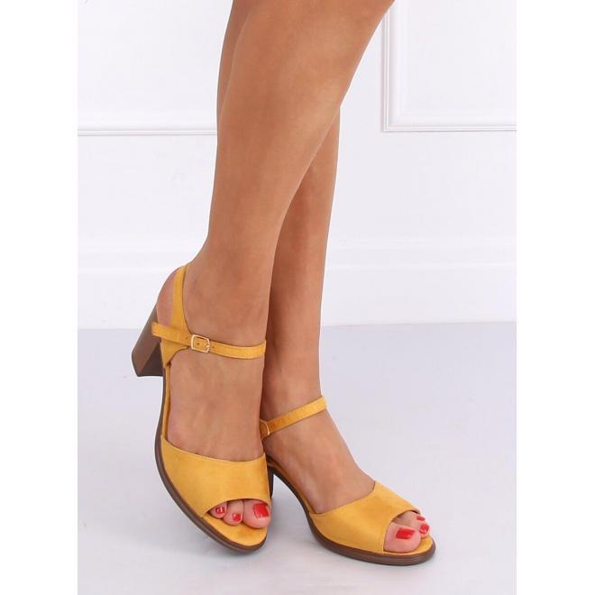 Žlté semišové sandále na drevenom podpätku pre dámy