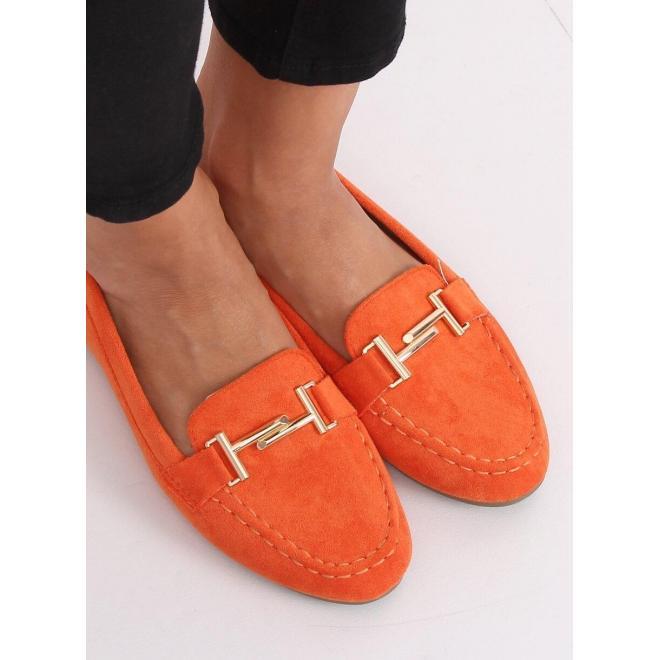 Semišové dámske mokasíny oranžovej farby so zlatou ozdobou