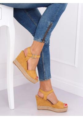 Dámske semišové sandále na klinovom podpätku v žltej farbe