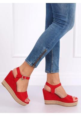 Semišové dámske sandále červenej farby na klinovom podpätku