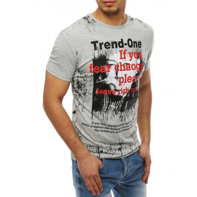 Pánske módne tričko s potlačou v svetlosivej farbe