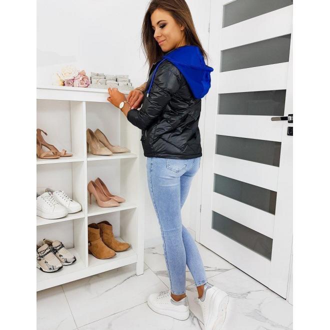 Prešívaná dámska bunda čiernej farby s modrou kapucňou