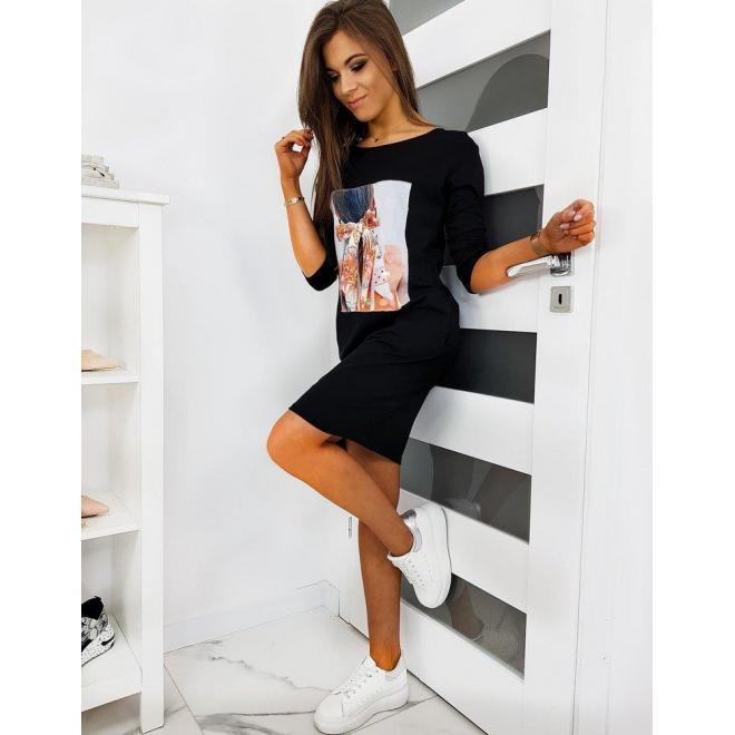 Čierne pohodlné šaty s nášivkou pre dámy