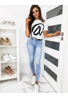 Biele klasické tričko s módnou potlačou pre dámy