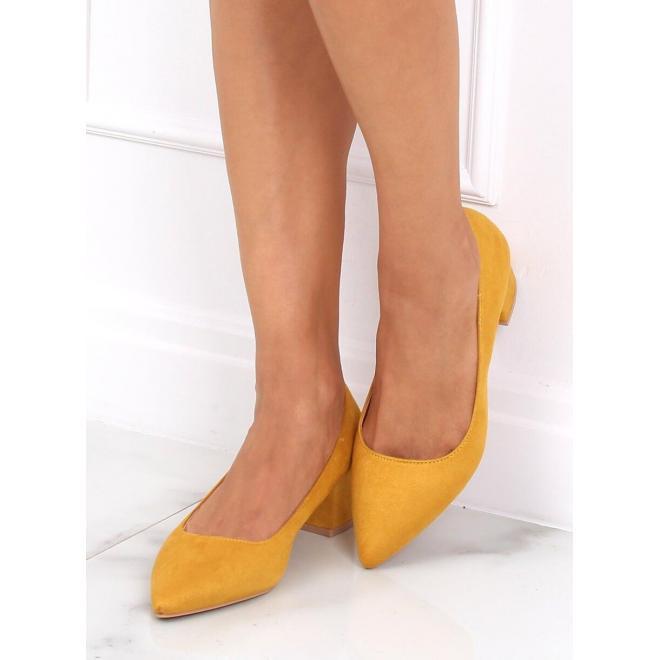 Dámske semišové lodičky na nízkom podpätku v žltej farbe