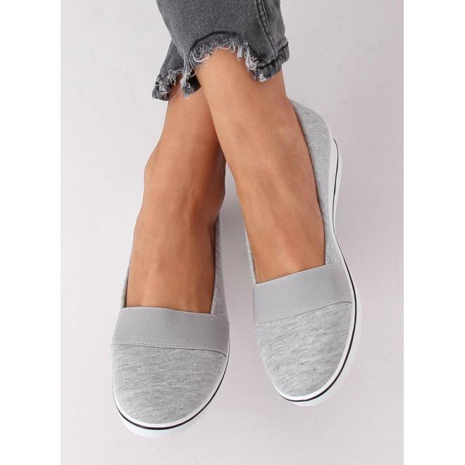 Dámske pohodlné balerínky s nízkym klinovým opätkom v sivej farbe