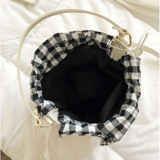 Prútená dámska kabelka v podobe košíka