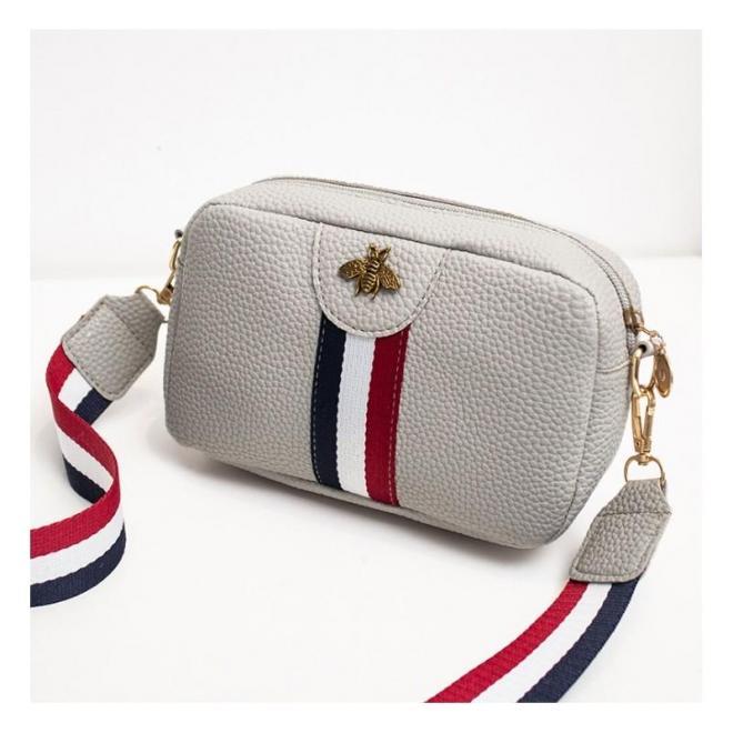 Mini dámska kabelka sivej farby s kontrastným pásom