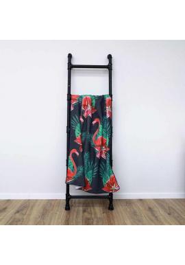 Plážový ručník čiernej farby s motívom plameniakov