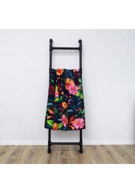 Plážový ručník čiernej farby s farebným kvetinovým motívom