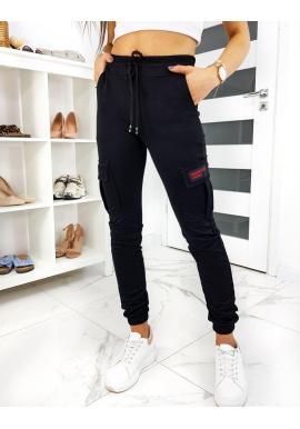 Módne dámske tepláky čiernej farby s vreckami na stehnách