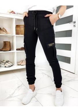 Dámske módne tepláky s vreckami na stehnách v čiernej farbe
