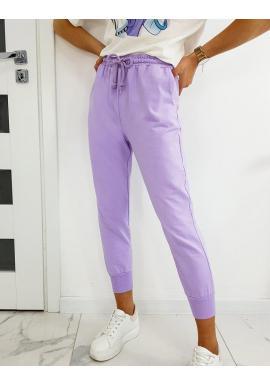 Dámske voľnejšie tepláky v štýle baggy vo fialovej farbe