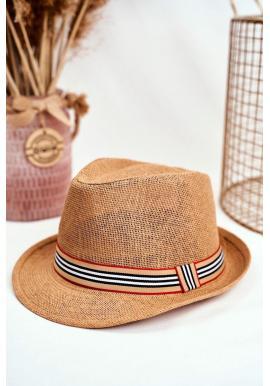 Dámsky módny klobúk s farebným pásikom v hnedej farbe