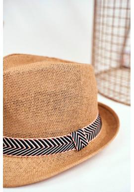 Módny dámsky klobúk hnedej farby s farebným pásikom