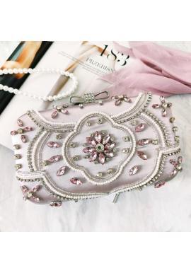 Spoločenská dámska kabelka striebornej farby s kryštálmi a perlami