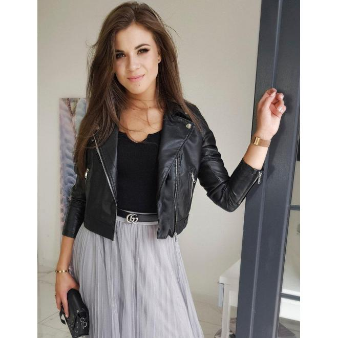 Dámska krátka koženková bunda na jar v čiernej farbe