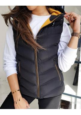 Teplá dámska vesta čiernej farby s kapucňou