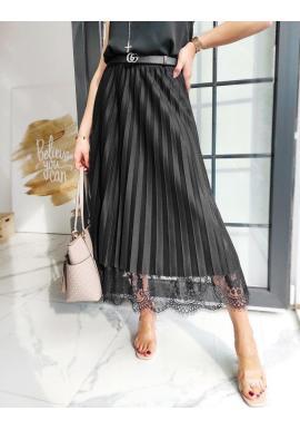 Dámska plisovaná sukňa s čipkou v čiernej farbe